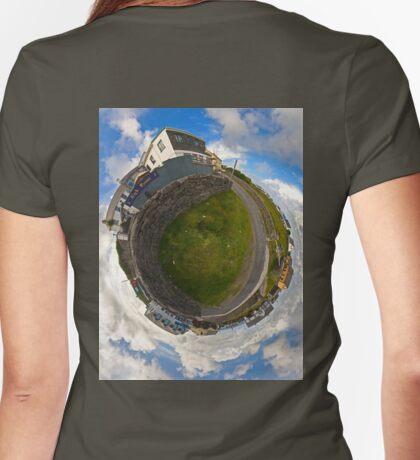 Tigh Ruairi - Inisheer Village (Sky out)  T-Shirt