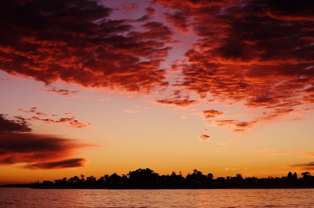 Santa Cruz sunset II by maximusvibe