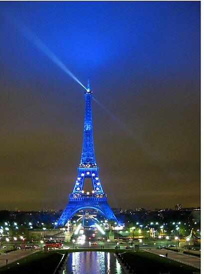 La Tour Eiffel En Bleu by John Douglas