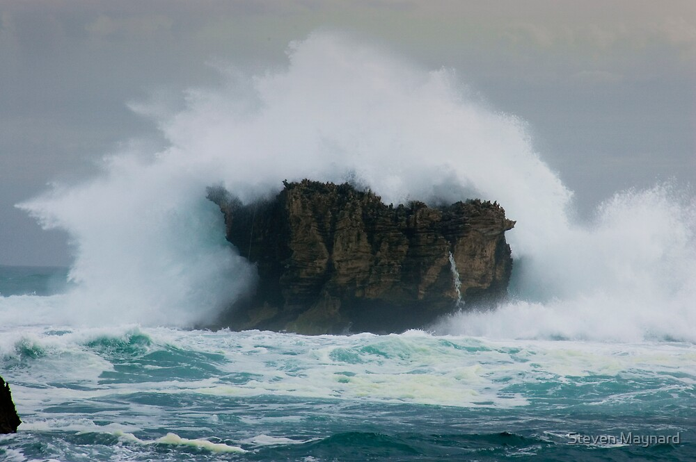 Ocean Splash by Steven Maynard