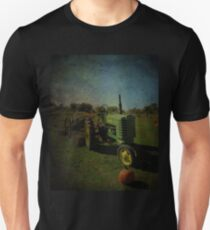 Yesteryear Antique John Deere Tractor on The Farm Unisex T-Shirt