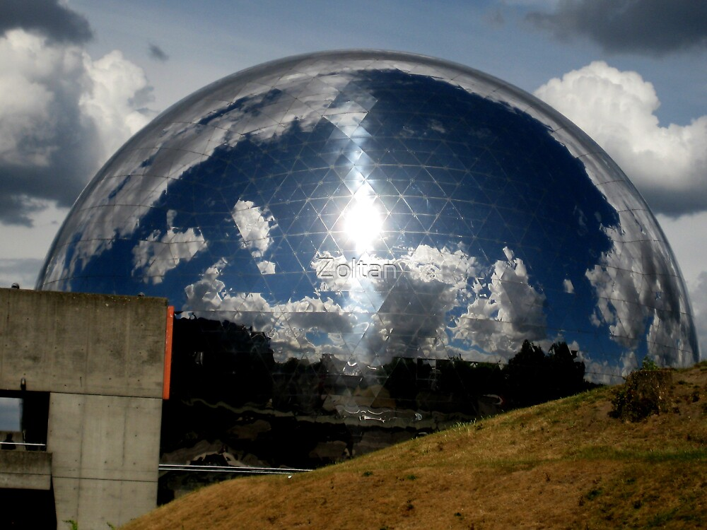 Globo by Zoltan