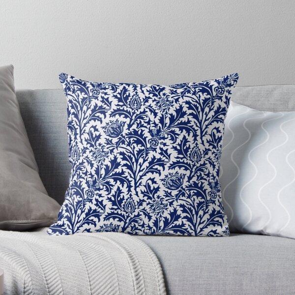 William Morris Thistle Damast, Kobaltblau und Weiß Dekokissen