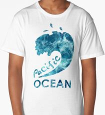 Ocean is shaking Long T-Shirt