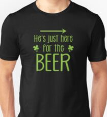 He's just here for the beer! with arrow right T-Shirt