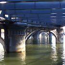 Under Queens Bridge by straylight