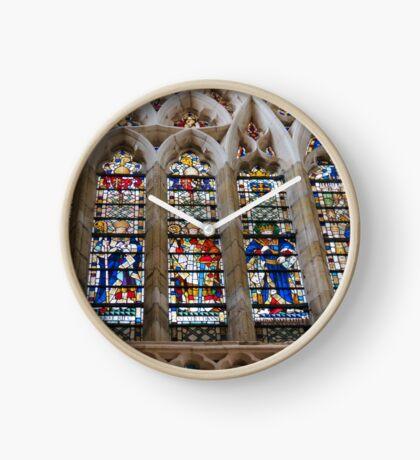 Atemberaubende Buntglasfenster Uhr