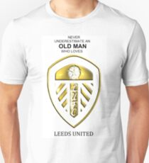 Never Underestimate An Old Man Who Loves Leeds United! Unisex T-Shirt