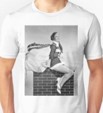Pin up Christmas elf girl sitting on chimney with bag full of gifts T-Shirt
