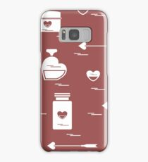 Cute seamless pattern with various accessories for the care of your body and hair: perfume bottles in the shape of a heart, cream, hair spray and other. Samsung Galaxy Case/Skin