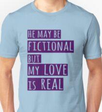 Camiseta ajustada él puede ser ficticio pero mi amor es real (1)