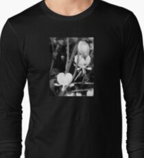 white bleeding heart macro, black and white T-Shirt