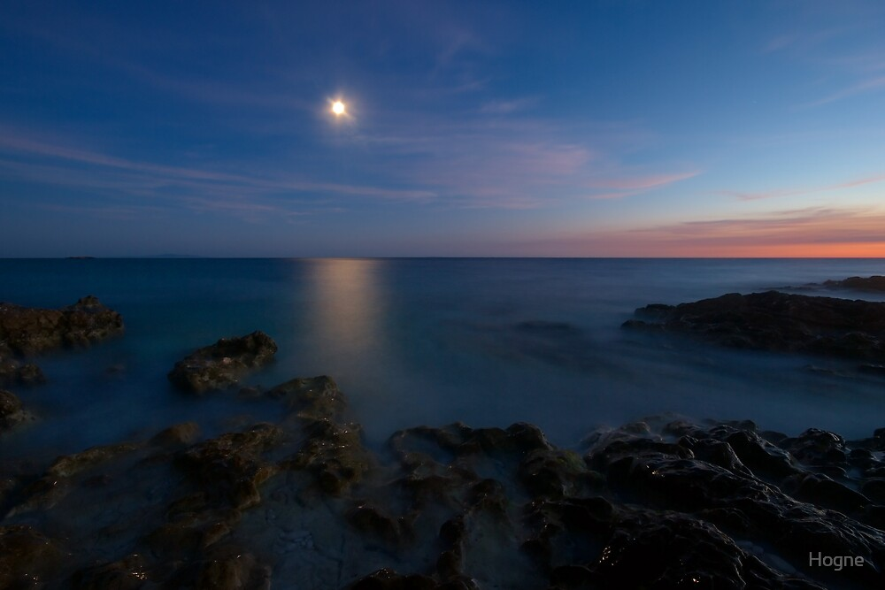 attraction of moon reflection by Hogne