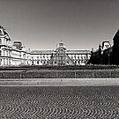Le Louvre et sa pyramide by lorelei84