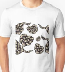 Engraved eternity knot in shape of heart  T-Shirt