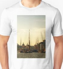 Boats on Thames River at Sunset, London, England Unisex T-Shirt