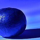 Blaue Orange, Stillleben. von Billlee