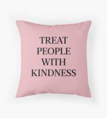 Behandle Menschen mit Freundlichkeit (Schwarz / Pink) Dekokissen