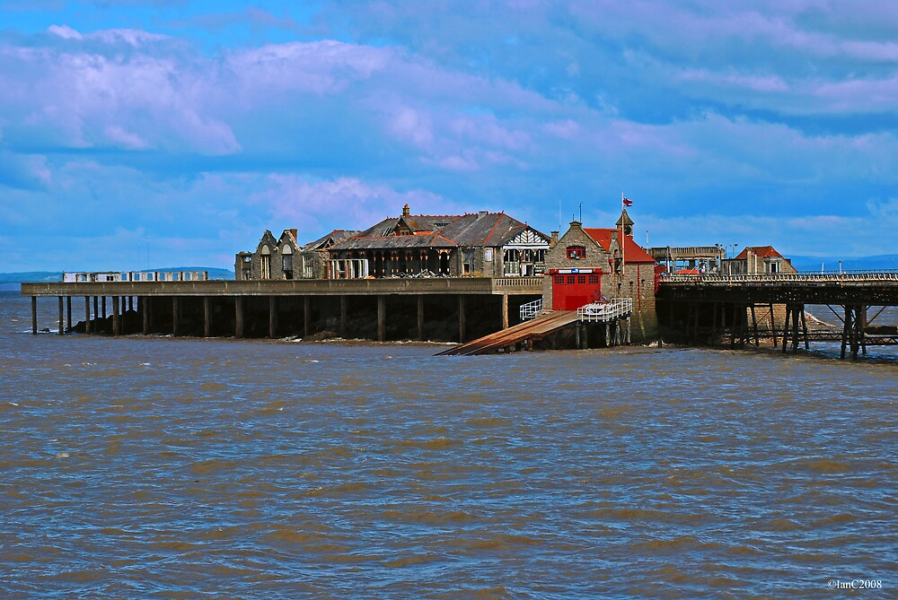 Birnbeck Pier with RNLI station by IanC2008