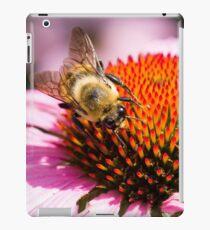 Bumble Bee Circling Flower iPad Case/Skin