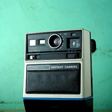 Vintage instant camera by junpinzon