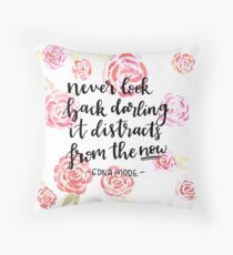 Never look back darling Throw Pillow