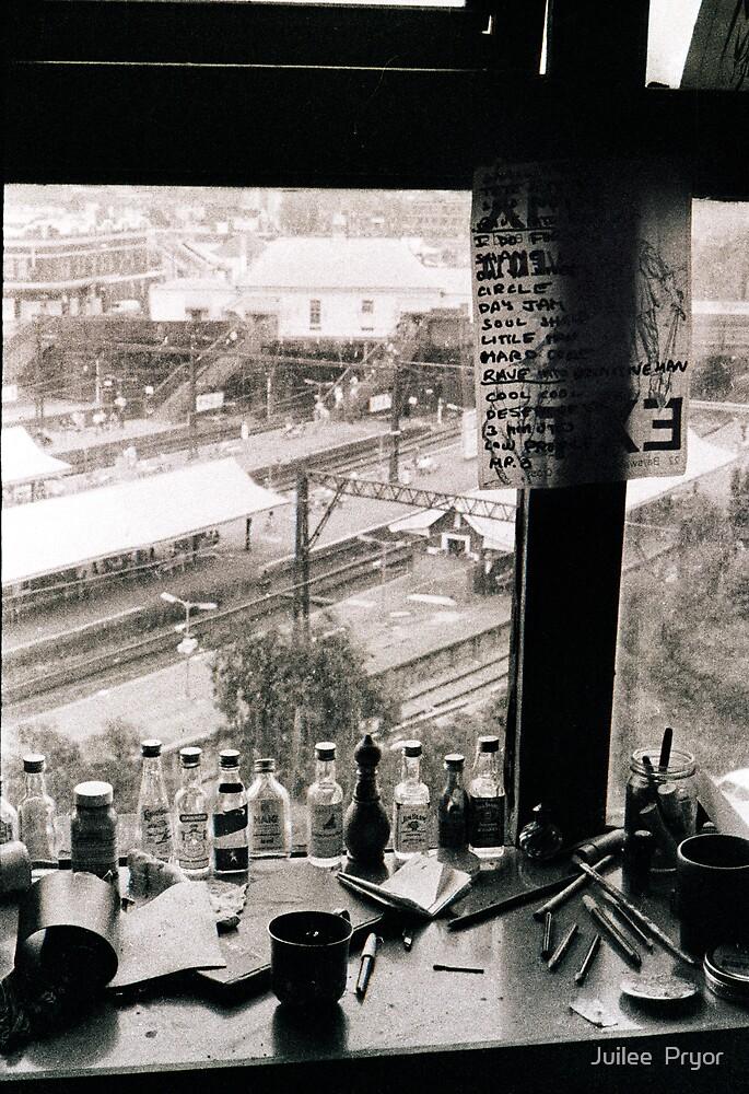Redfern Station 1982 by Juilee  Pryor