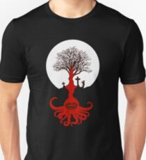Cthulhu Is Everywhere- Ancient Lovecraft Mythos Tree T-Shirt