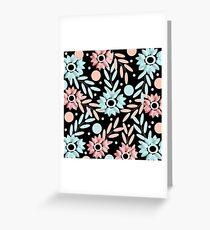 estampado de flores rosa y azules con fondo negro Greeting Card