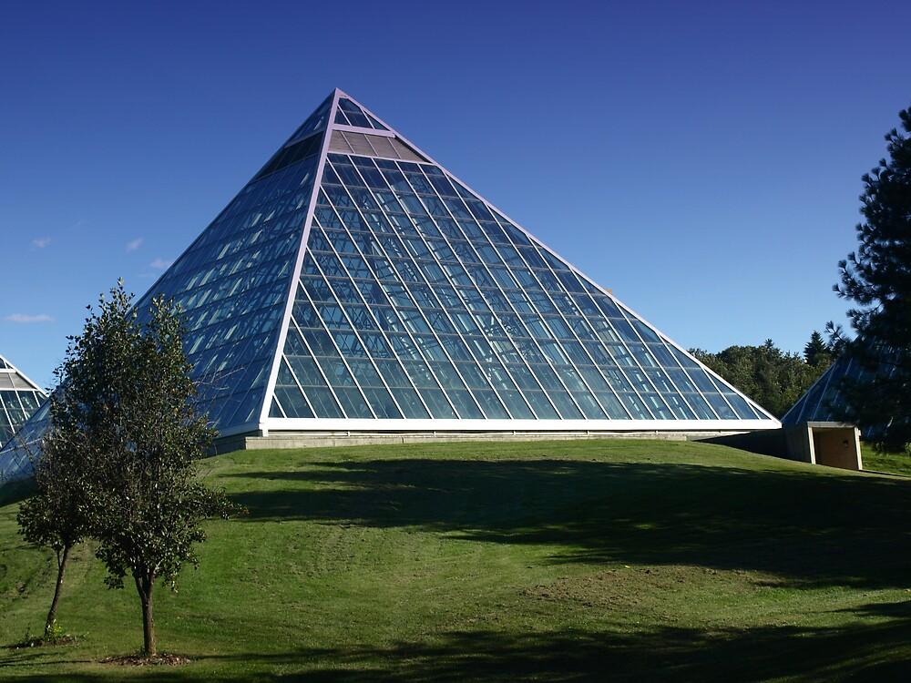 Shimmering  pyramid by Bipunn