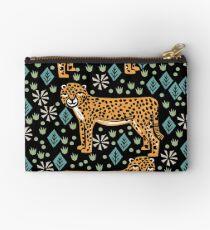 Gepard Safari Kunst Druckgrafik Siebdruck Giclee von Andrea Lauren Studio Clutch
