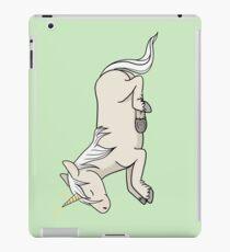 Unicorn Lying iPad-Hülle & Skin