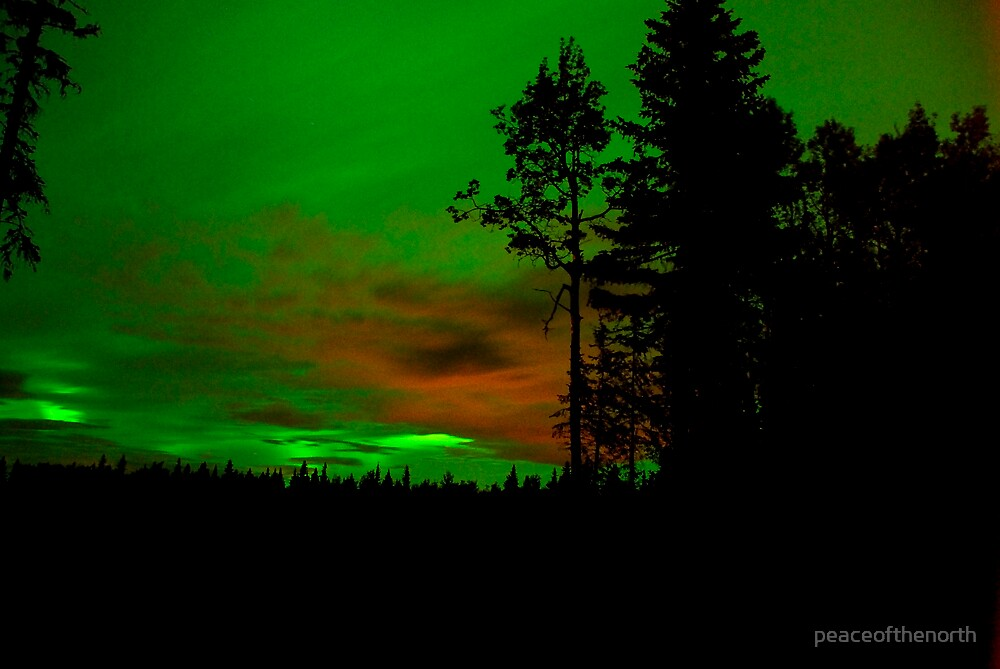 Northern Lights and Gas Clouds by peaceofthenorth