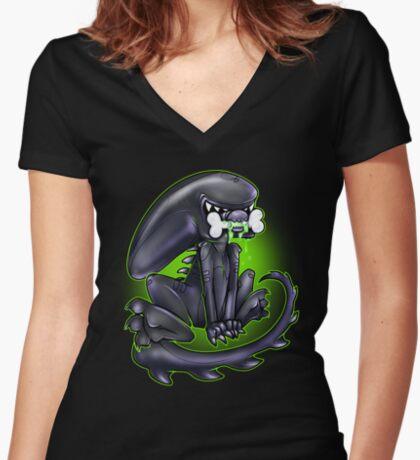 Alien Xeno Women's Fitted V-Neck T-Shirt