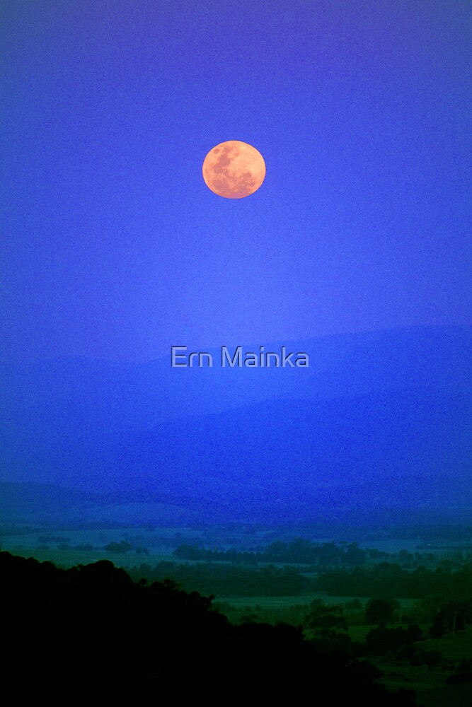 Full Moon rising over the Yarra Valley. by Ern Mainka