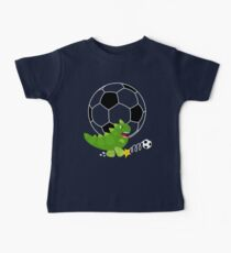 Camiseta para bebés Lindo dinosaurio jugando al fútbol - Fondo azul marino