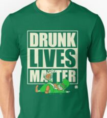 St. Patrick's Day Drunk lebt Materie Slim Fit T-Shirt