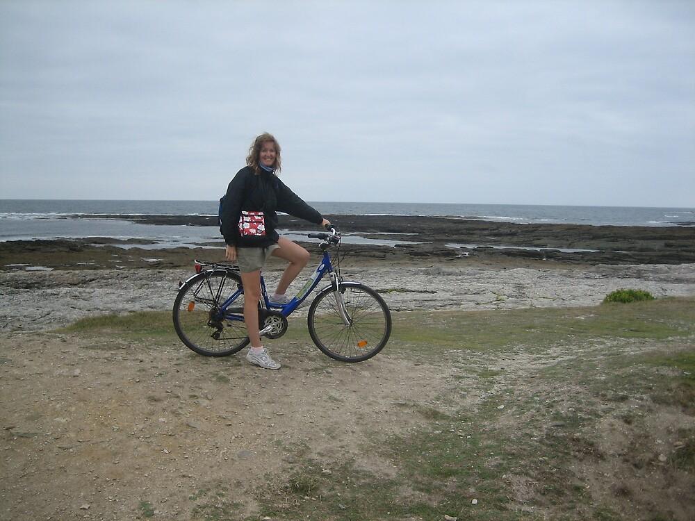 Biking around the Groix Island by dolphin