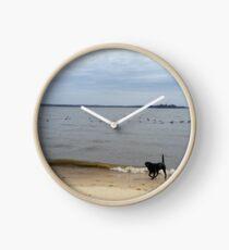 schwarzes Labor am Strand Uhr
