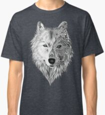 Lobo mitad Mandala Classic T-Shirt