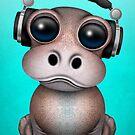 Nettes Baby-Flusspferd DJ, das Kopfhörer auf Blau trägt von jeff bartels