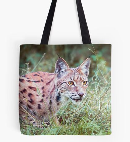 Lynx in the grass Tote Bag