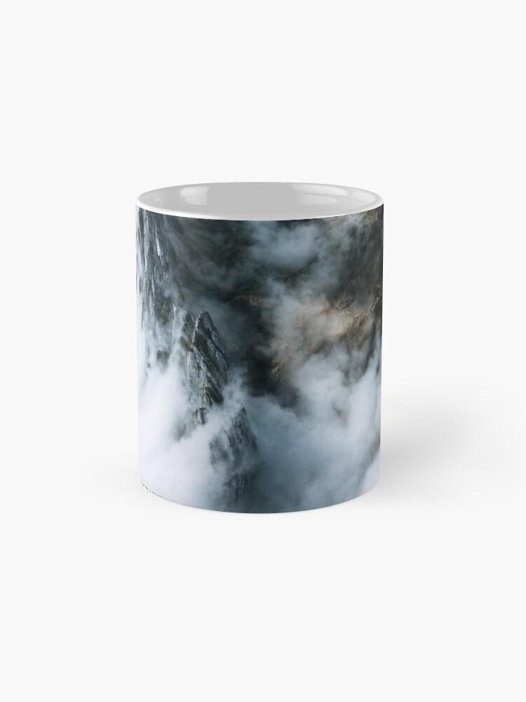 Alternative Ansicht von Wolkenmeer. Und ein Berg - Landschaftsfotografie Tasse
