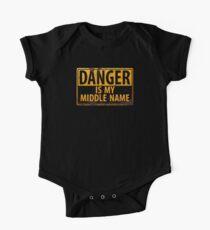GEFAHR, ist mein zweiter Vorname - Metall Achtung Warnung Rusty Sign Baby Body Kurzarm