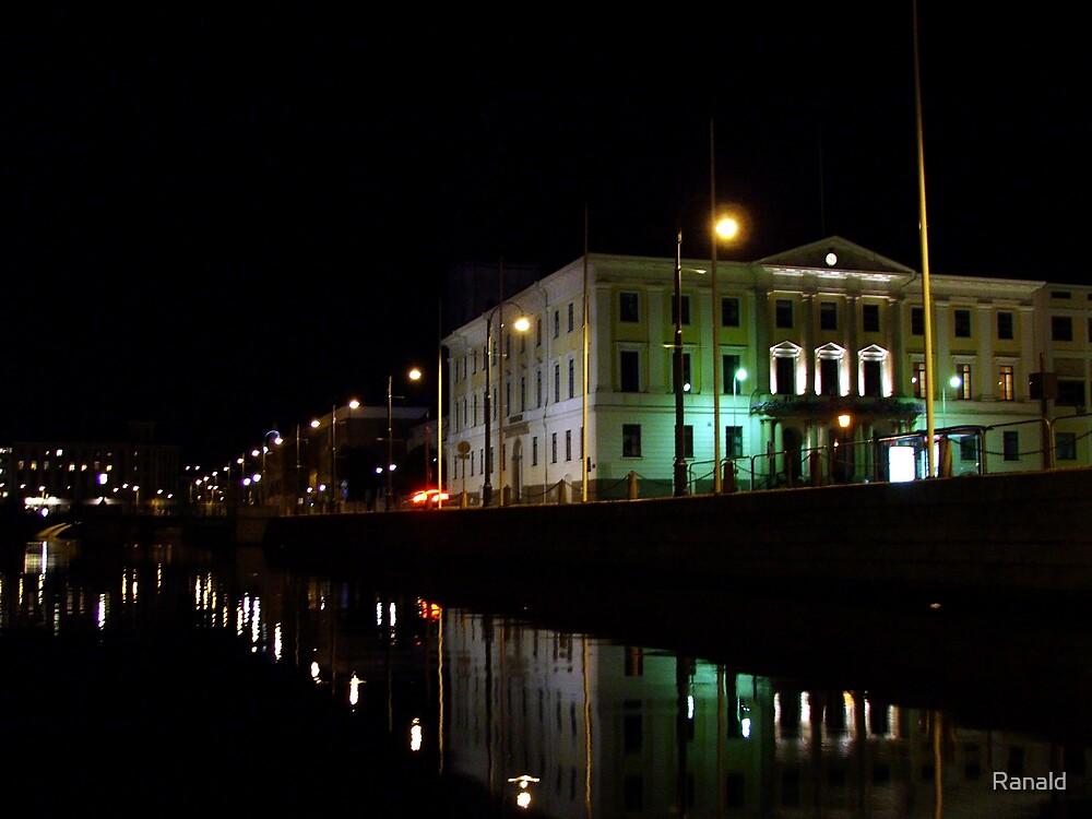 Natt kanal by Ranald