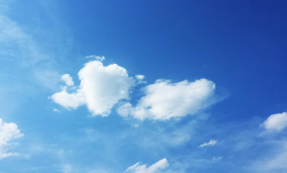 Cloud 4 - heart in the sky by theresafe