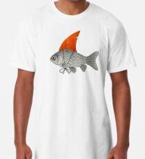 Goldfisch mit einer Haifischflosse Longshirt