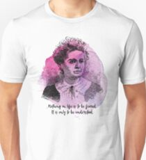 Marie Curie - Science Portrait - Nothing in Life is to be Feared T-Shirt