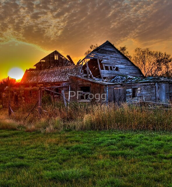 The Sun Has Set on This Old Barn by PFrogg