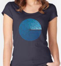 Camiseta entallada de cuello ancho Oso Todopoderoso